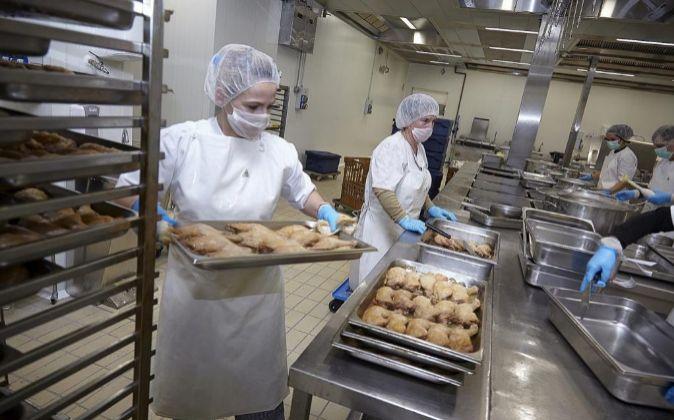 Multa de 18 millones a ocho empresas de comedores escolares