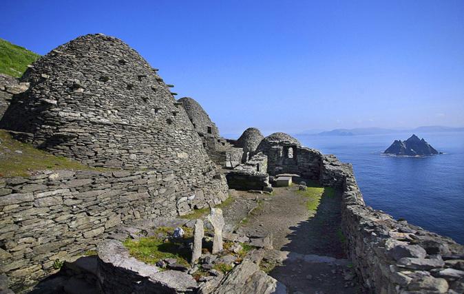 A Skellig Michael se accede en barco desde el pueblo de County Kerry,...