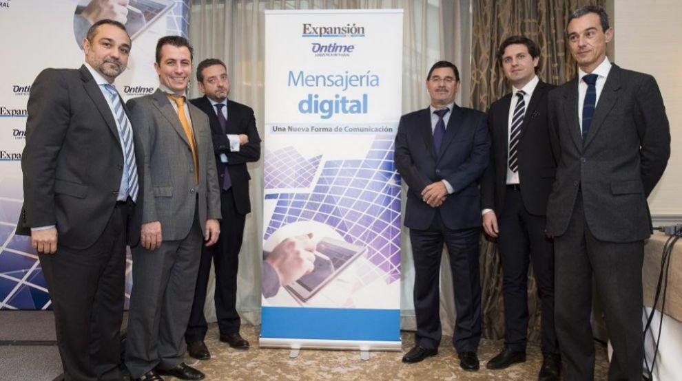 Desde la izquierda, Alfonso García Oliva, director de Servicios...