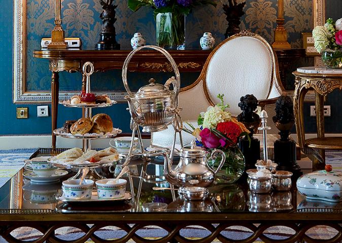El Ritz de Madrid acompaña el té con 'scones',...