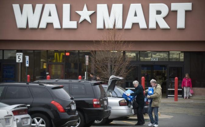 Vista de una tienda de la cadena de tiendas WalMart en Kingstown,...