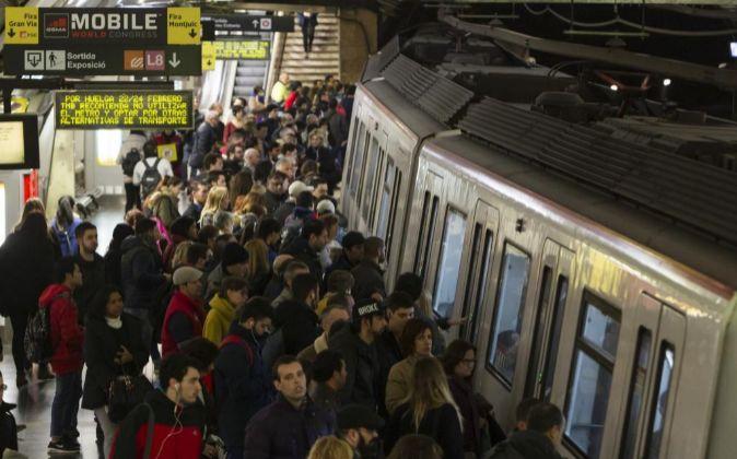 Aglomeración en la estación del Metro de Plaza España