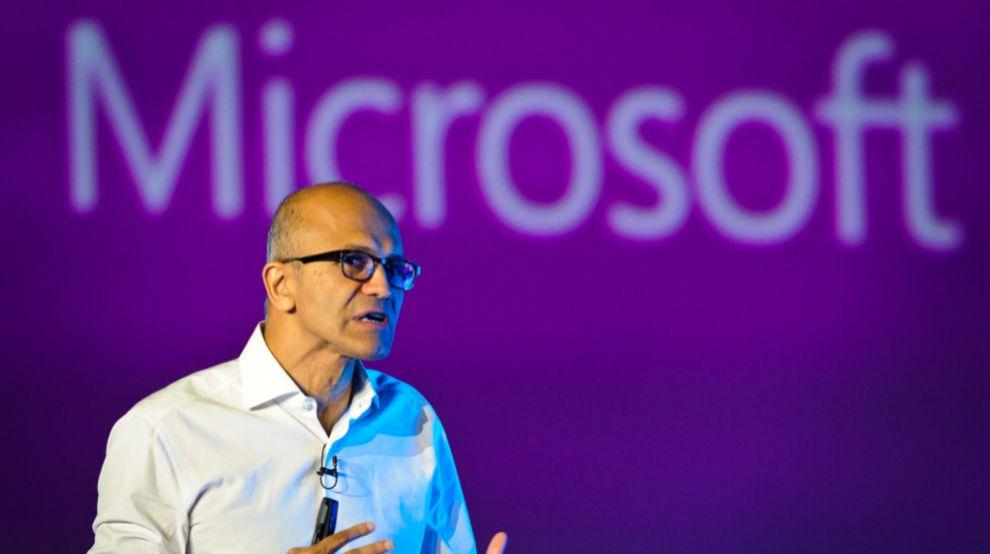 Satya Nadella, consejero delegado de Microsoft, en su intervención en...