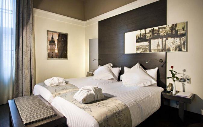Habitación de un hotel equipado por Resuinsa.