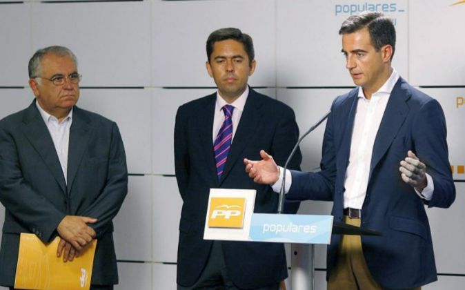 Imagen de archivo de Ricardo Costa, a la izquierda, con Juan Cotino y...