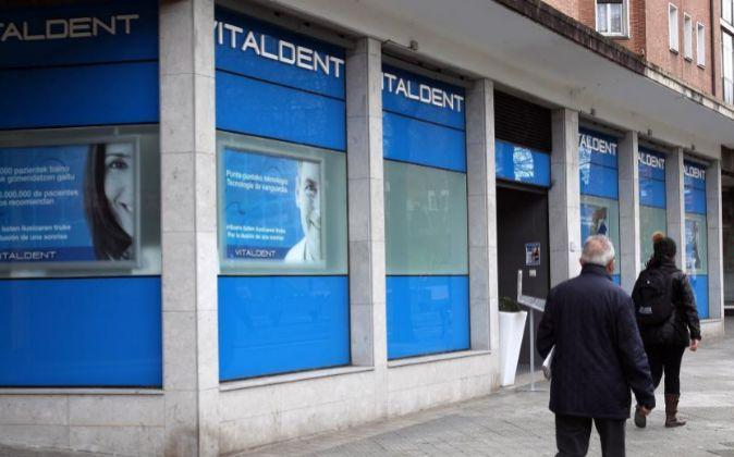 Una Clínica dentista que opera bajo el nombre Vitaldent.