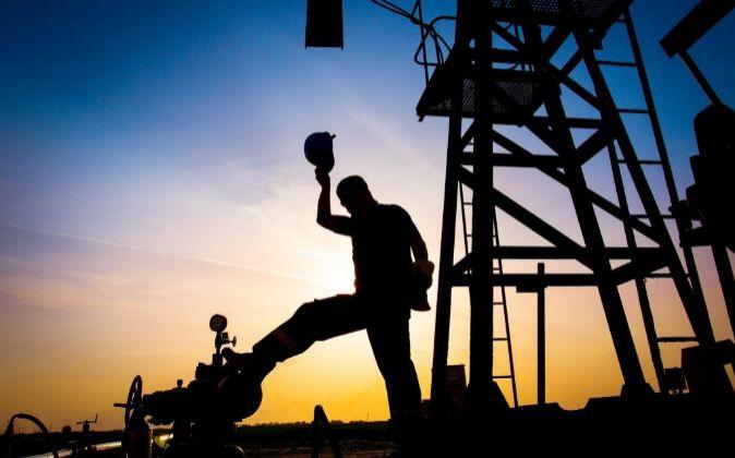 Trabajador en un refinería de petróleo.