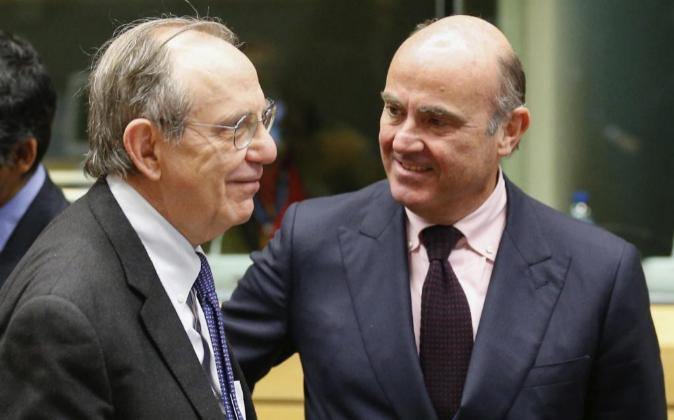 El ministro español en funciones de Economía Luis de Guindos...