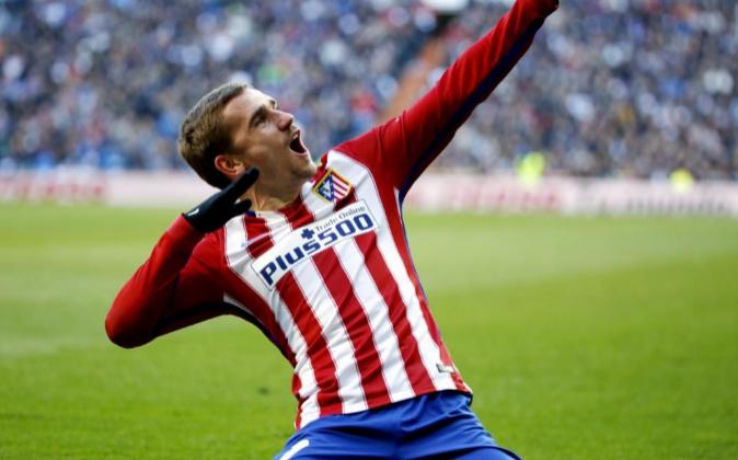 El delantero del Atlético de Madrid, Antoine Griezmann, celebrando...