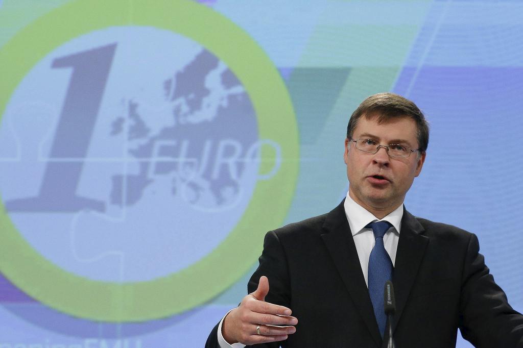 El vicepresidente de la Comisión Europea (CE) para el Euro, Valdis...