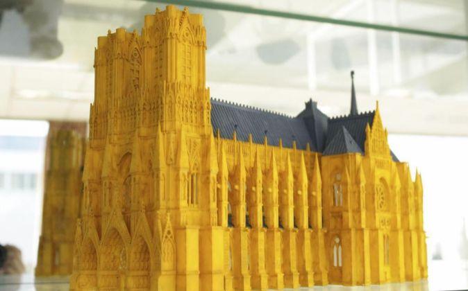 Reproducción a escala de un edificio realizada por una impresora 3D.