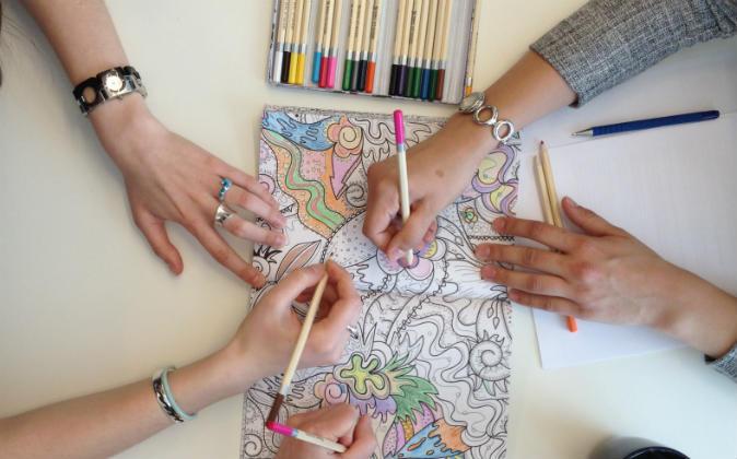 Colorear Y Rellenar Dibujos La Terapia Anti Estres Que Arrasa
