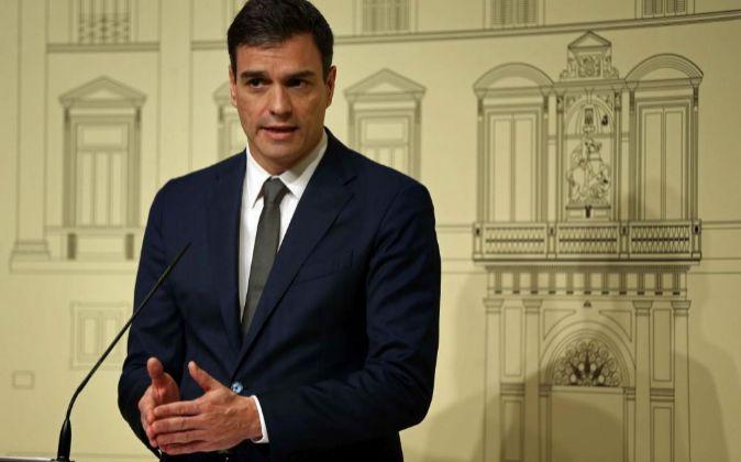 El secretario general del PSOE, Pedro Sánchez,ayer en rueda de...