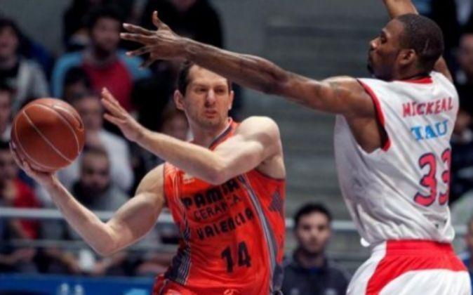 Pamesa y Tau fueron durante años rivales en las canchas de baloncesto...