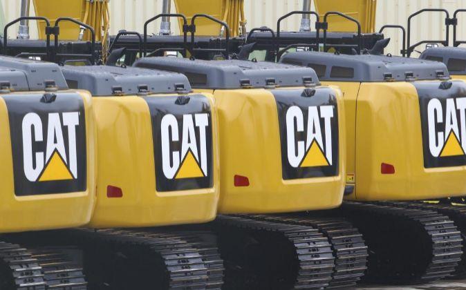 Máquinas excavadoras en una planta de Caterpillar en Gosselies,...