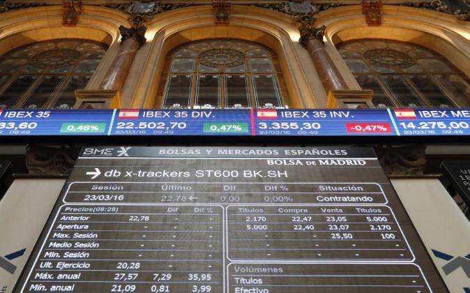 Panel informativo en el interior de la Bolsa de Madrid.