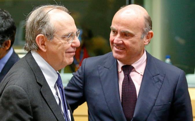 El ministro de Economía, Luis de Guindos, y el ministro italiano de...