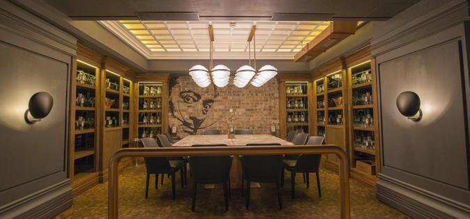 Uno de los reservados del restaurante Tatel, en Madrid.