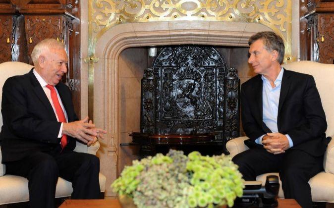 Mauricio Macri (d), reunido con el ministro de Asuntos Exteriores en...