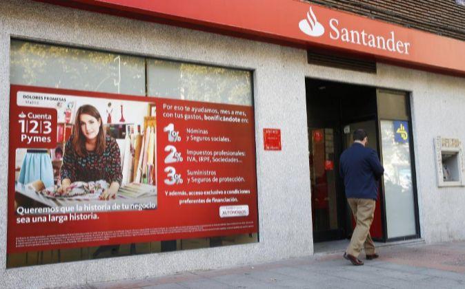 Imagen de una de las oficinas de Santander