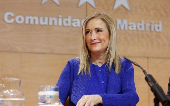 La presidenta de la Comunidad de Madrid, Cristina Cifuentes, en rueda...