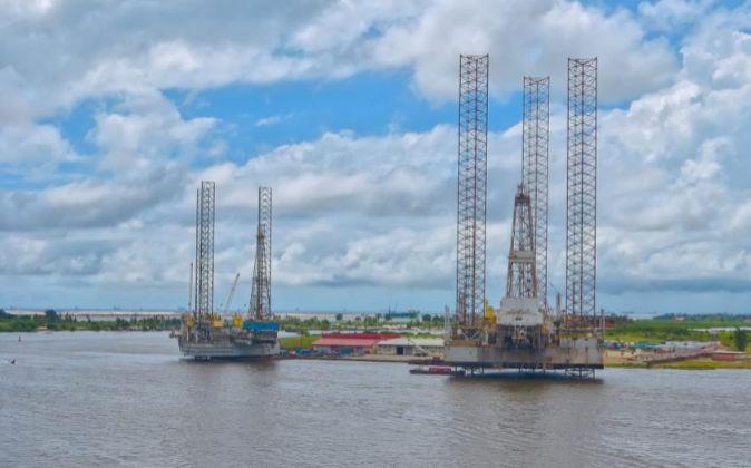 Plataforma petrolera en el puerto de Lagos, Nigeria.