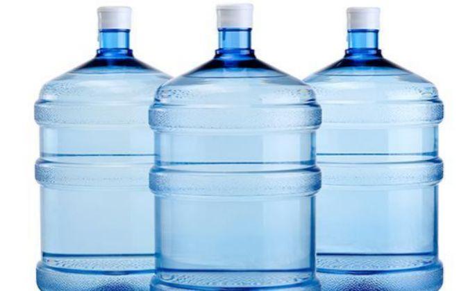 Al año, mexicanos gastan $45 mil millones en agua embotellada