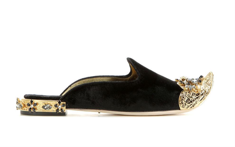 Diseño de terciopelo con detalles metálicos de Dolce & Gabbana.