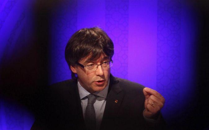 El presidente de la Generalitat Carles Puigdemont, durante la rueda de...