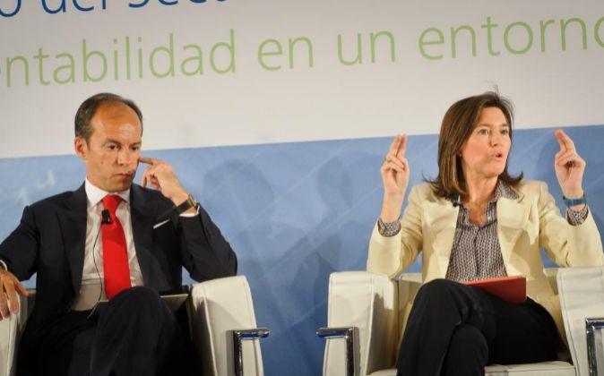 D. Rami Aboukhair, responsable de Banco Santander España, y Dña....