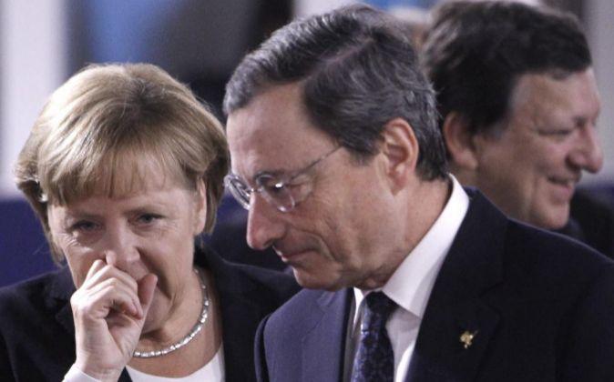 La canciller alemana (i)habla conel presidente italiano del Banco...