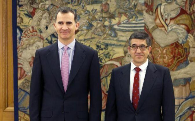 El Rey Felipe VI ha recibió ayer al presidente del Congreso, Patxi...