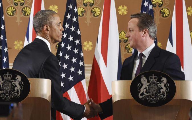El primer ministro británico, David Cameron, y el presidente de...