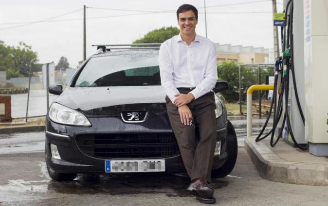 Pedro Sánchez, con su Peugeot 407