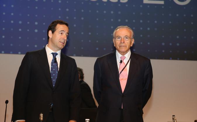 Gonzalo Gortázar, consejero delegado de CaixaBank, e Isidro Fainé,...