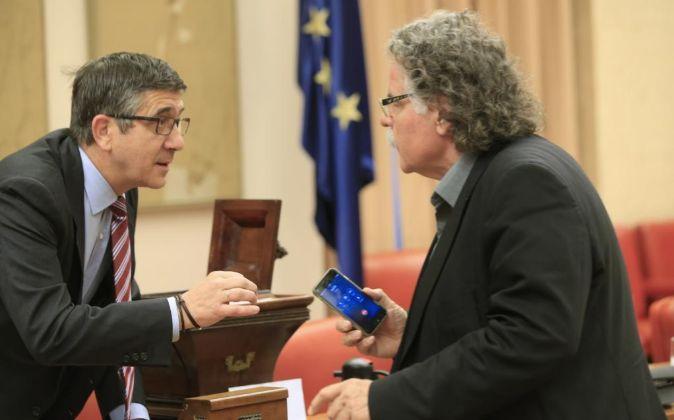 El presidente del Congreso de los Diputados, Patxi López, conversa...