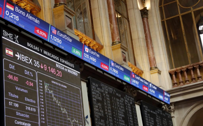 El principal indicador de la Bolsa española, el IBEX 35, el pasado 25...