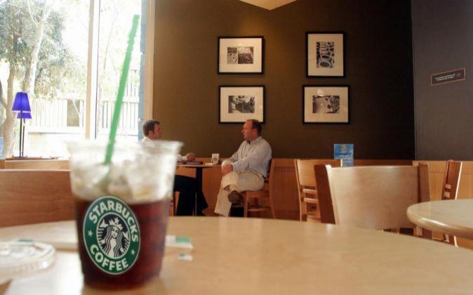 Cafeteria Starbucks.