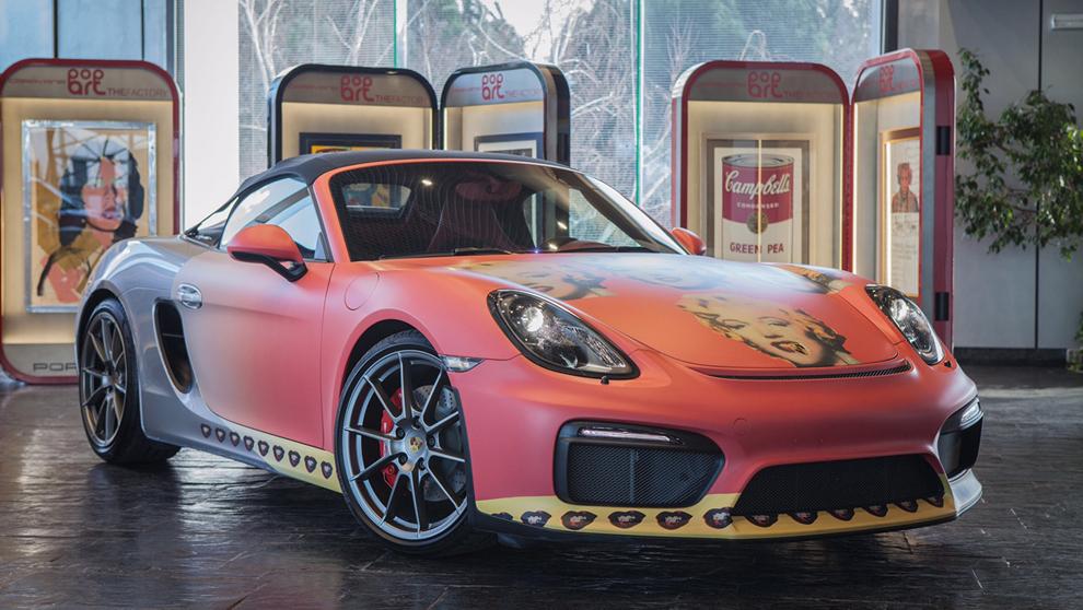 Un Porsche Boxster Spyder con la serigrafía del mítico retrato de...