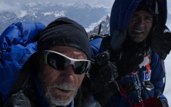 Carlos Soria, alpinista, y Carlos Martínez, médico de la expedición...