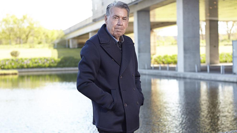 El director del Mutua Madrid Open, 77 años, posa en los alrededores...