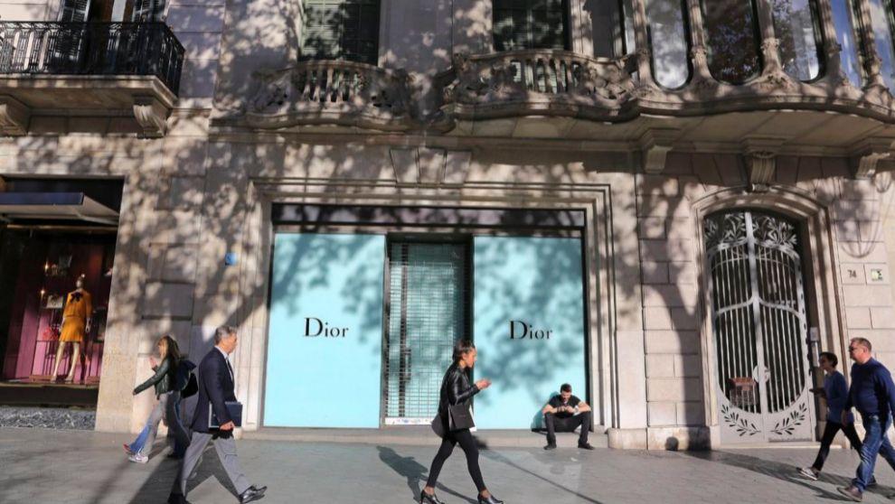 Firmas como Dior cuentan con establecimientos en el Paseo de Gracia de...