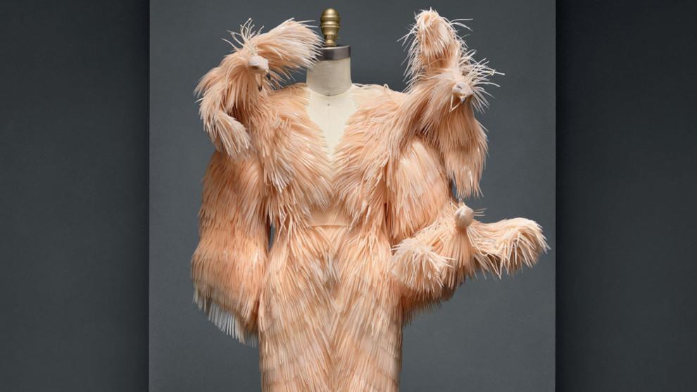 Vestido de alta costura de la diseñadora Iris van Herpen para la...