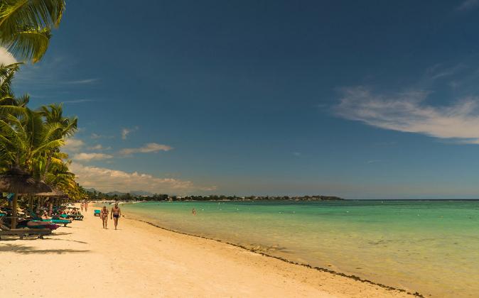 Playa al noroeste de la isla, con arena blanca y agua cristalina.