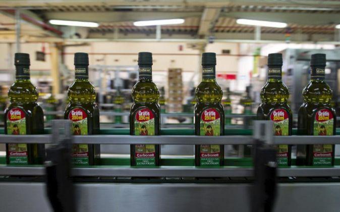 Botellas de aceita de la marca Carbonell, propiedad de Deoleo