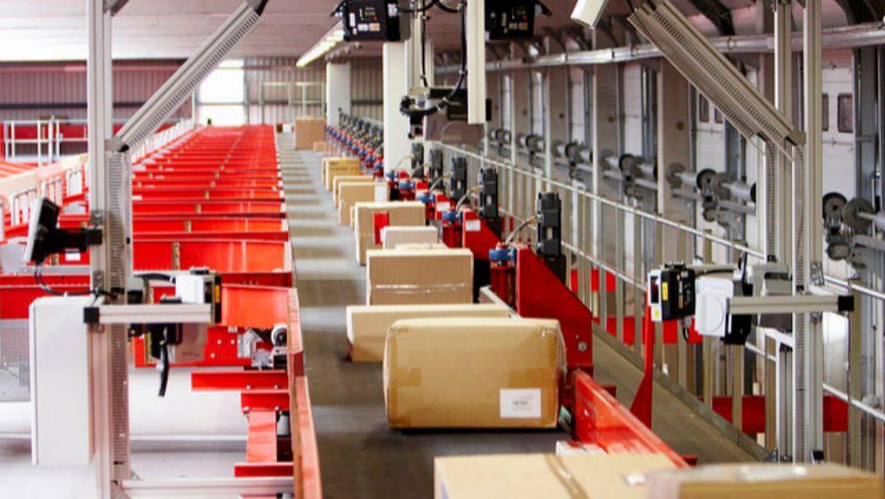 Cadena de paquetería en una de las plantas de Seur.