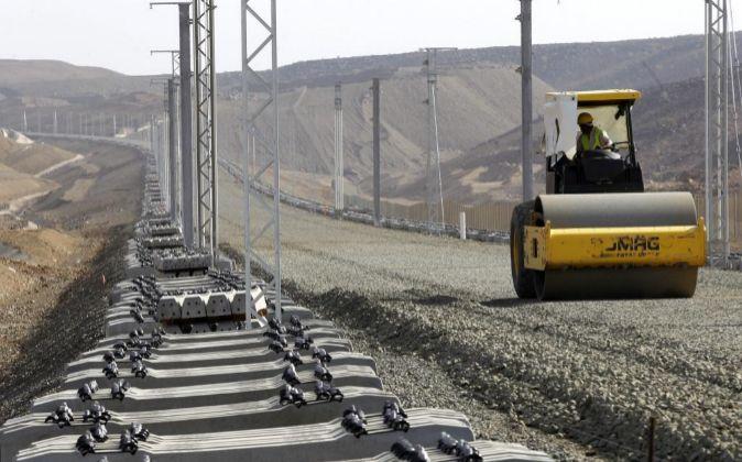 Vista de las obras del proyecto del tren de alta velocidad, que unirá...