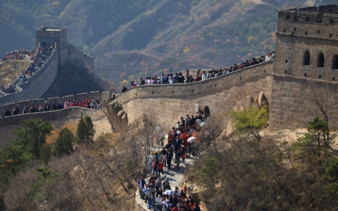 Turistas caminan por la Gran Muralla en Badaling, a 60 kilómetros al...