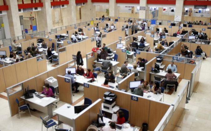 Zona de atención al ciudadano de una de las oficinas de la Agencia...