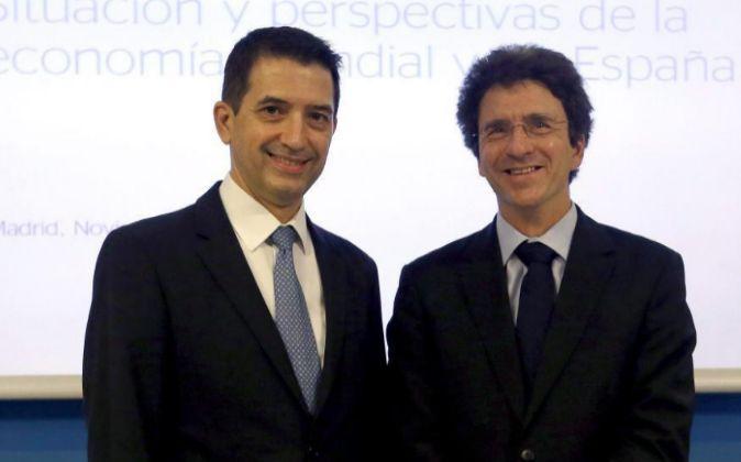 El director de BBVA Research, Jorge Sicilia (d), y Rafael Domenech...